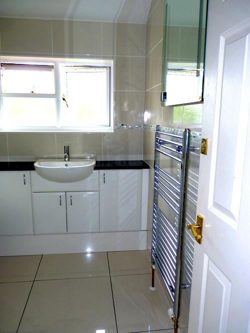 fitted-bathroom-through-the-door